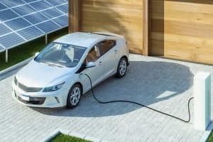 Elektroauto und Ladestation von Rümenap