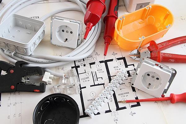 Werkzeug für Elektroinstallationen